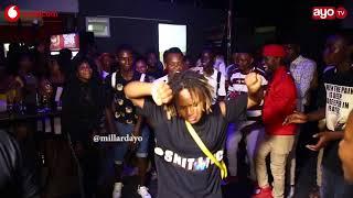 BALAAH!! Dancer wa WCB akusanya umati akionesha uwezo wake