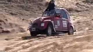 Citroen 3CV en las dunas Necochea, Argentina