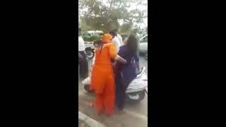 VIRAL VIDEO: ड्रग्स के नशे में बीच सड़क पर देखिए क्या हुआ लड़की के साथ