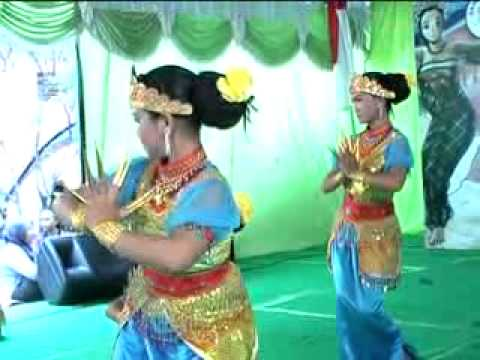 "Indonesian Traditional Dance ""Tari Lenggang Kencana"""