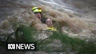 Teen rescued from Rockhampton floodwaters (2013) | ABC News