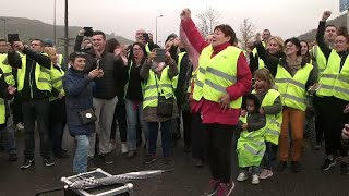 Fuel price protesters target pinch points in French road system