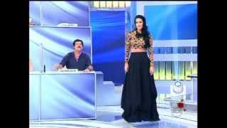 Helen Ganzarolli tira a saia e fica só de calcinha (programa Silvio Santos) 12/05/2013.