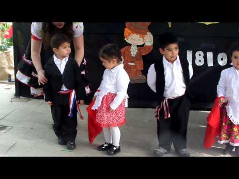 Sofita baila la refalosa en fiestas dieciocheras Jardín Macarena