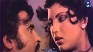 Alavudinum Arbhutha Vilakkum Movie - Rajinikanth & Sripriya Romantic Scene