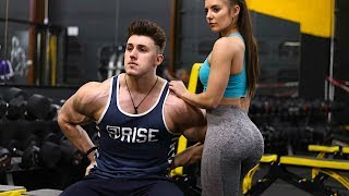 PICKING UP GIRLS IN THE GYM…