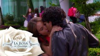 Agustina besa a Alejandro frente a Marcia | Un amor emprendedor | La Rosa de Guadalupe