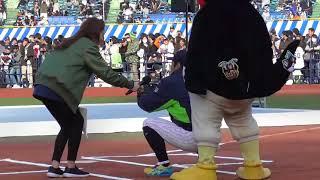 2017112310万号記念山田哲人vs.11歳女子小学生 ホームランを放つ
