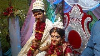 ASHOKE DINDA: INDIAN FAST BOWLER GOT MARRIED WITH SREYASI...