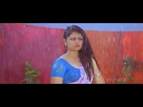 Anuya wet in saree in Nagaram