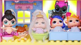 LOL Surprise Dolls + Lil Sisters New Doll House and Bathroom