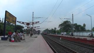 Deadly 220km/hr crossing of the titans:Grand Daddy with Poorva meets Ex. WAP 6 with Coalfield!!