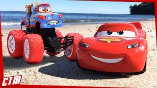 Disney•Pixar CARS TOON Mater Monster Truck & Lightning McQueen | TORMENTOR Freestyle on the beach