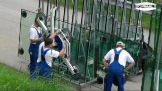 Ergonomic handling of large glass elements in outdoor applications with a vacuum lifter