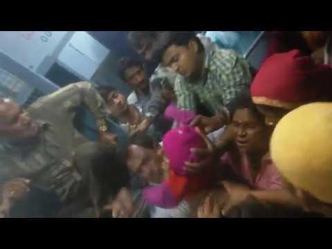 Xxx Mp4 Rajkot To Delhi TrainfightBACCHE KO TRAIN SE FEKNE KI KOSIS 3gp Sex