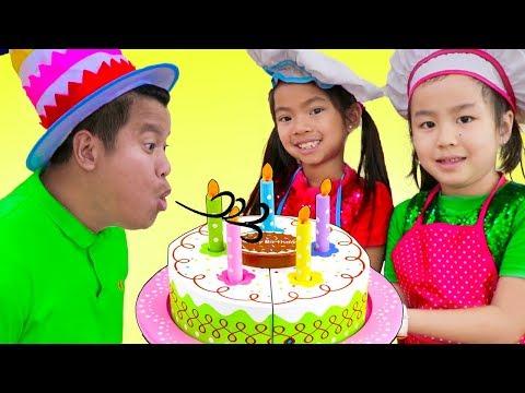 Xxx Mp4 Emma Jannie Pretend Play W Surprise Party Happy Birthday Cake Kitchen Food Toys 3gp Sex