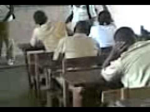 Les eleves de la terminal D3 du lycee municipal2 D attecoube encote d ivoire