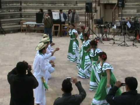 Frat.Bolivia Unida bailando taquirari 1.