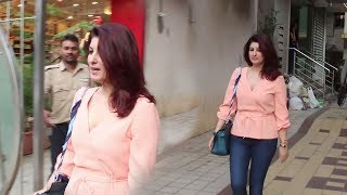 Twinkle Khanna Gets SHOCKED To See Media Following Her On Linking Road, Bandra
