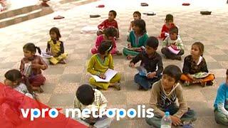 Free classes in a Pakistani park - vpro Metropolis