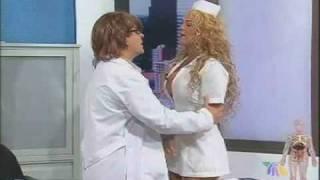 Niurka se disfraza de SEXY enfermera