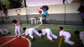 Aula de Capoeira para as crianças da FENASE. Mestre Buzina. 01/04/2014. Filmagens.
