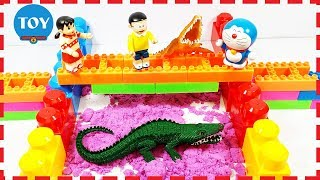 Doremon và Nobita xây nhà cho cá sấu bằng cát động đồ chơi Doraemon Nobita Xuka