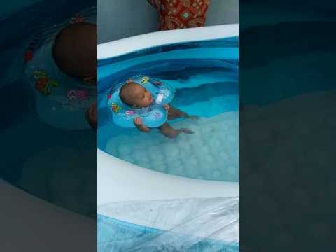 Shakilla berenang