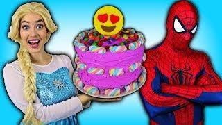 Spidereman et la Reine des neiges Elsa Mangent un Grand gateau avec Superman et Batman