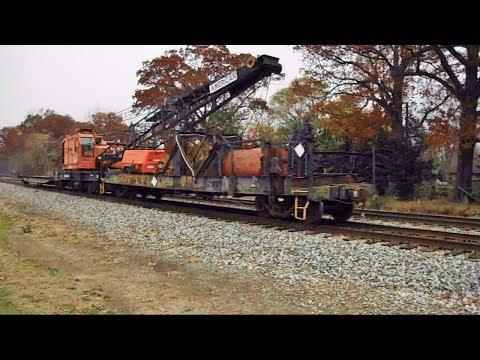 NS American MOW crane heads EB towards Oakwood Yard