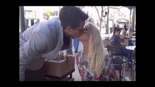 شاهد كيف تمكن ان يبوس اي بنت من شفايفها بإستخدام خدعة سحرية - مترجم | magic kiss trick