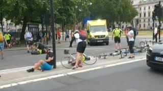 Terror Attack Outside Parliament Driver Crashed Car Into Pedestrians And Cyclists In London!