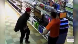 Homem se masturba dentro de loja em frente a PS4