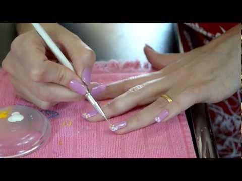 Como Fazer Mini Margaridas flores nas Unhas