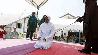 পরপুরুষের সঙ্গে রাত কাটানোয় চাবুক মেরে শাস্তি