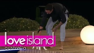 The Villa's resident cat can't escape Grant | Love Island Australia (2018) HD