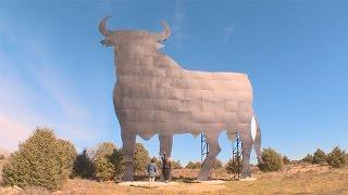 El primer toro de Osborne se instaló en Madrid en 1957