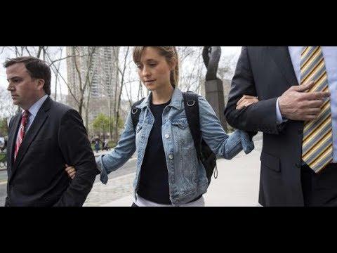 Xxx Mp4 Verdacht Auf Menschenhandel Allison Mack – Nur Der Guru Der Sex Sekte Stand über Ihr 3gp Sex