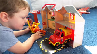 Fireman Sam FRANKIE Pontypandy Fire Station with Helicopter and Venus Fire Engine Unboxing