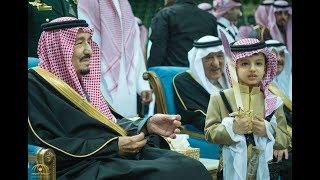 الملك سلمان يتجلى شيمة و نخوة عربية  في أداءه و سماعه لقصائد العرضة السعودية -الجنادرية ٣٢