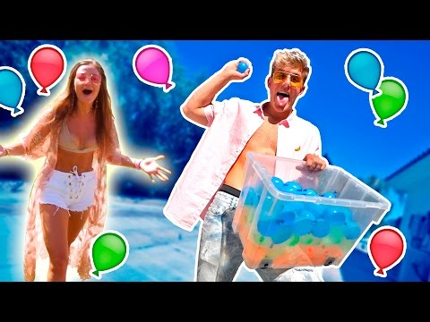 Xxx Mp4 HOT GIRLS GET WATER BALLOONED PRANK WARS 3gp Sex