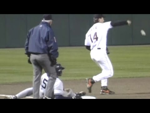 1996ALCS Gm3: Zeile spikes ball, Williams scores