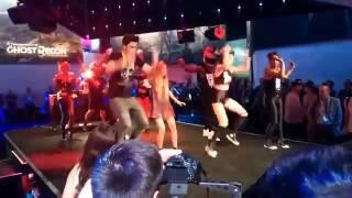 Rubius y Lana bailando en el E3 2015 (Just Dance)