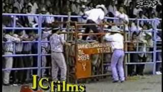 33 MUERTES (DEL JARIPEO) CANCION 2 Y 3: QUE ME ENTIERREN CANTANDO+/DOS CRUCES NEGRAS