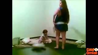 ليبية ترقص امام طفلها عارية بدون ملابس داخلية    للكبار فقط    +18