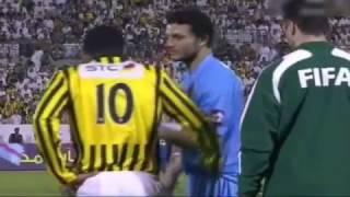 لقطة نادرة جدا بين عماد متعب وحسام غالي وهم بيلعبوا ضد بعض في الدوري السعودي