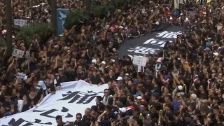 Hong Kong Protesters Use 'Les Mis' Song as Anthem