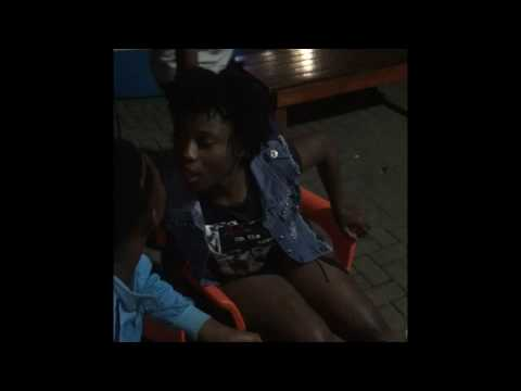 Mzansi wild girls dancing & kissing