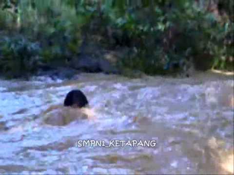 Video Lucu (Anak Pramuka Kesasar Di Sungai)