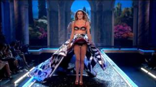 The Victoria's Secret Fashion Show (2007) - Cats Walk